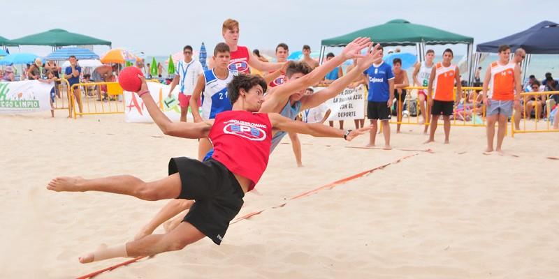 La élite del Balonmano Playa nacional se da cita en Roquetas de Mar
